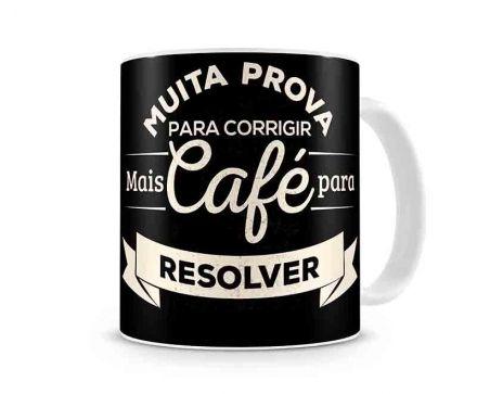 Caneca Muita Prova para Corrigir Mais Café para Resolver
