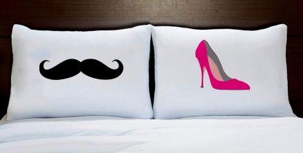 Fronhas Casal Personalizadas Bigode Preto e Sapato Rosa