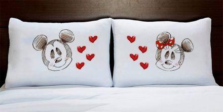 Fronhas Mickey e Minnie Apaixonados