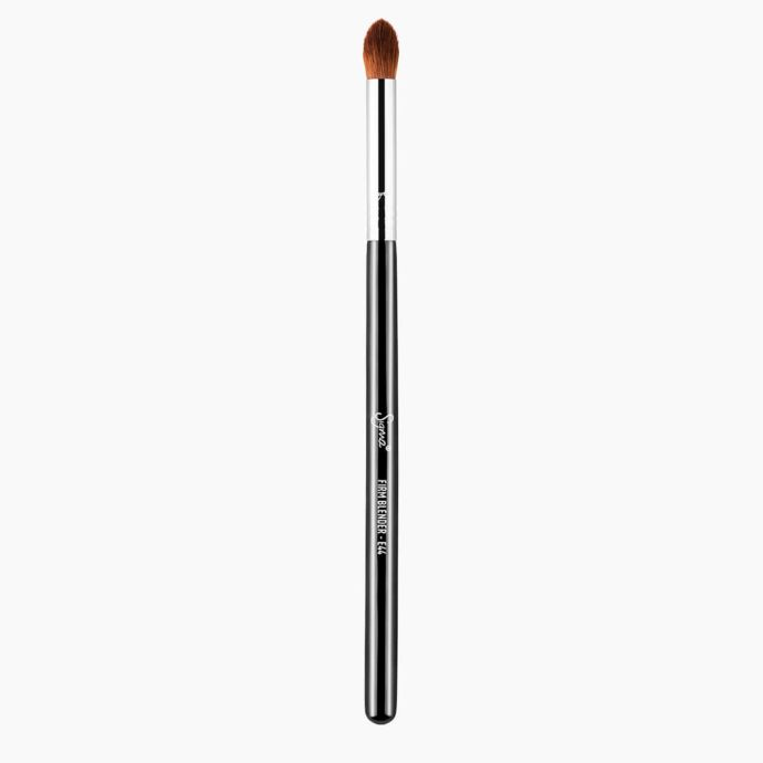 Sigma Beauty | E44 Firm blender Brush