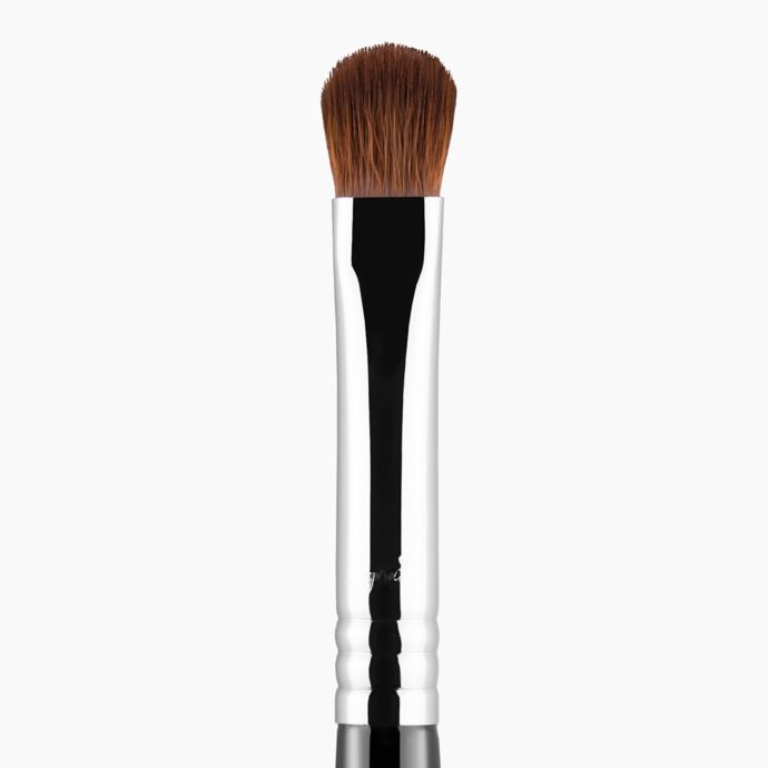 E54 MEDIUM SWEEPER BRUSH | SIGMA BEAUTY
