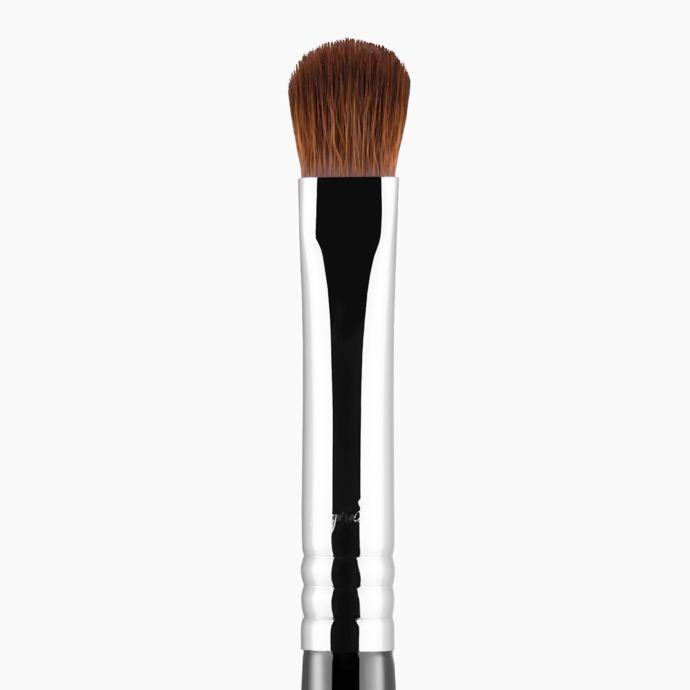 E54 - Medium Sweeper Brush | Sigma Beauty
