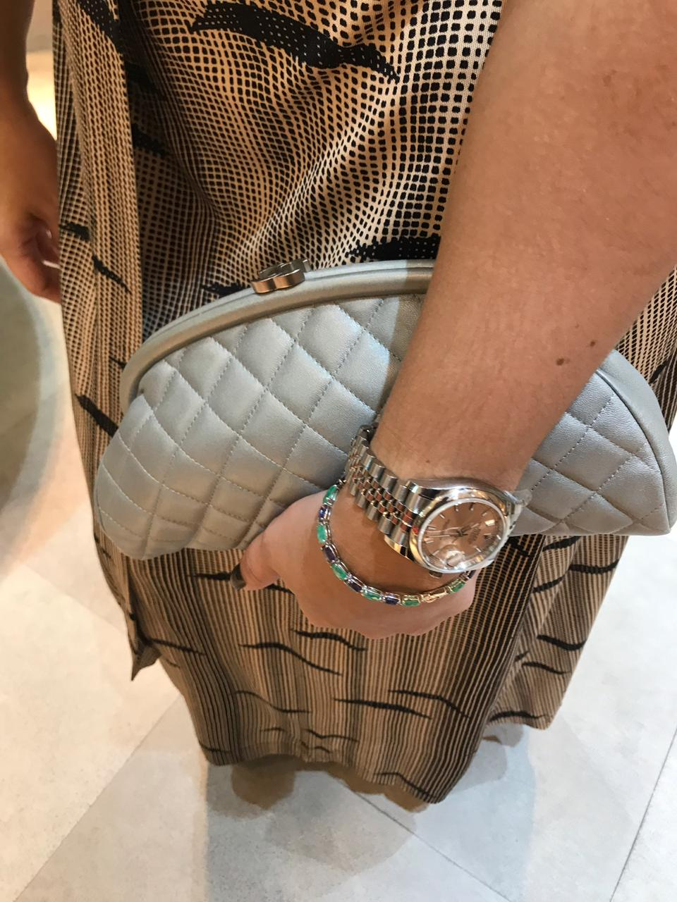 Clutch Chanel Prateada