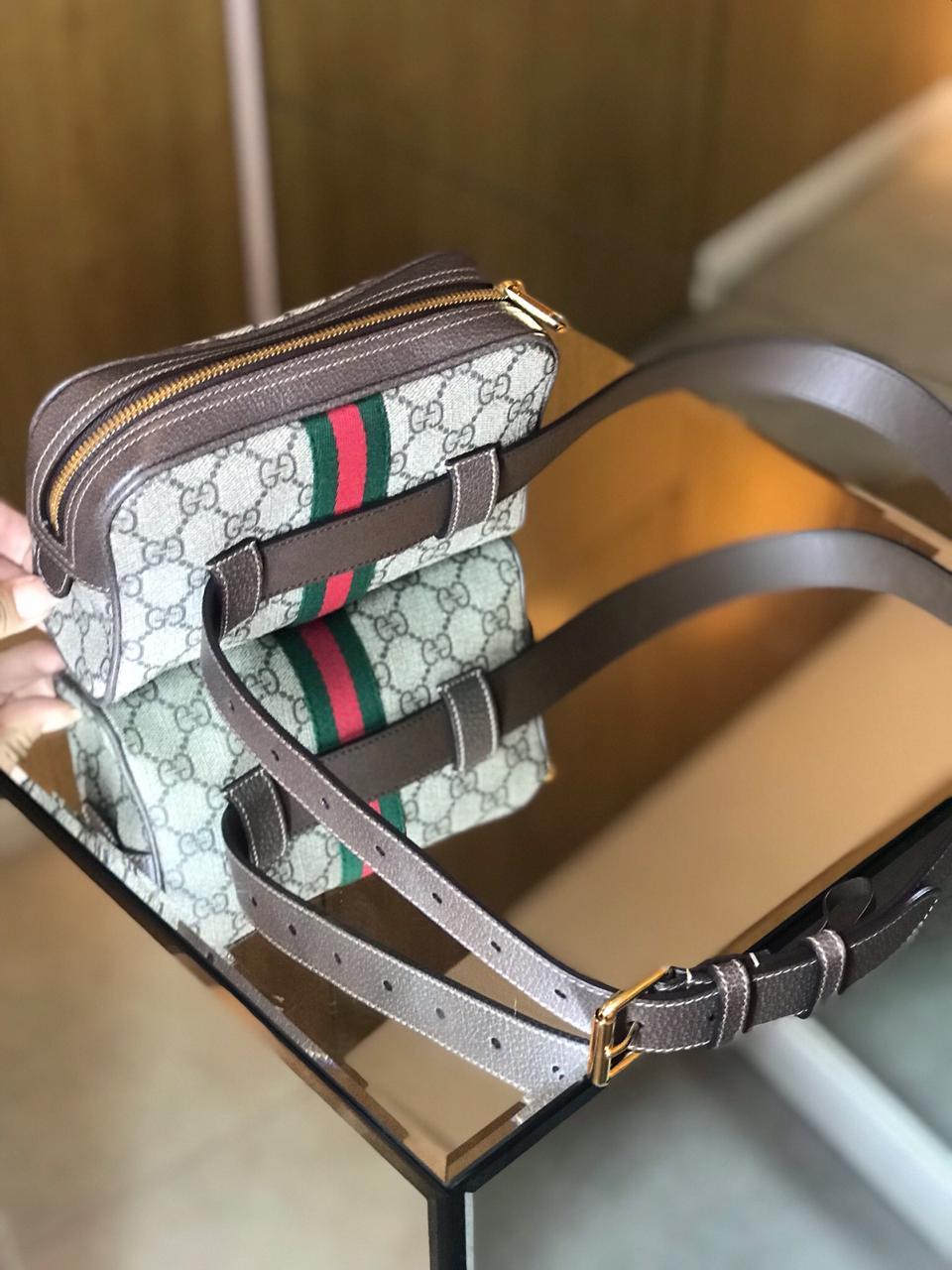 Pochete Gucci Monograma