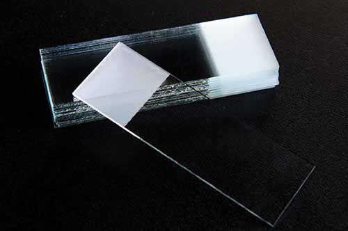 Lâmina para microscopia 26 x 76 mm ponta fosca lapidada. 50Un/cx
