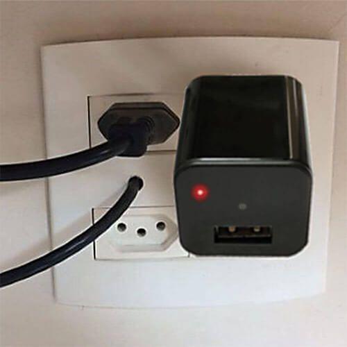 Carregador Espião com Câmera Wi-Fi e Sensor de Presença