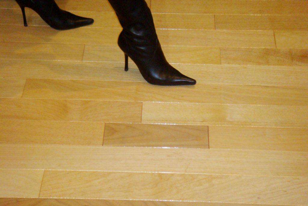 Assoalho Tauari Envernizado 1,7cm x 8,5cm x 30cm à 1,20m