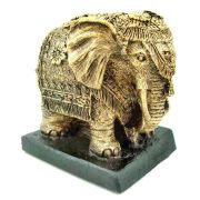 Estátua Elefante Indiano na base.