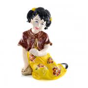 Menina de vestido Florido Para decoração de Jardim entre outros.