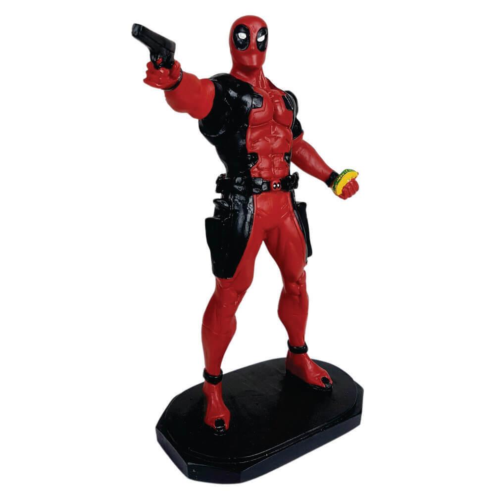 Boneco Deadpool com revolver resina decoração.