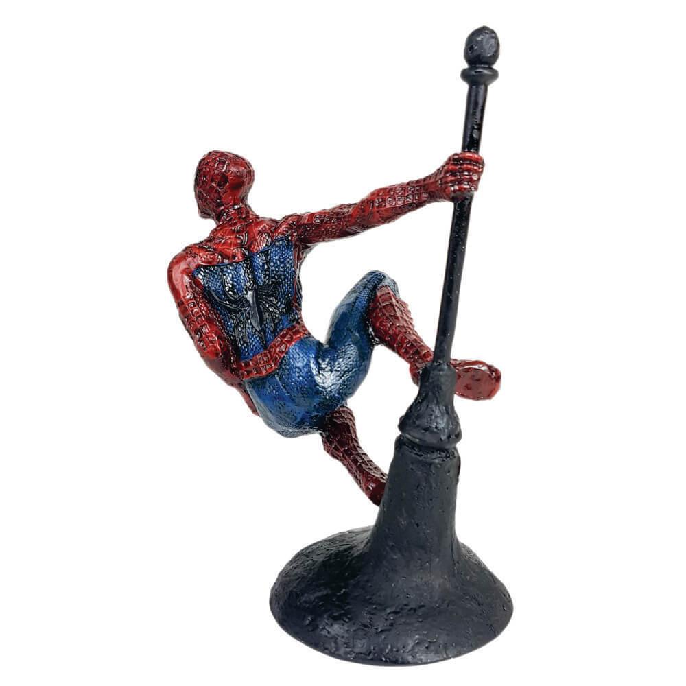 Boneco Desenho Homem Aranha no alto da torre