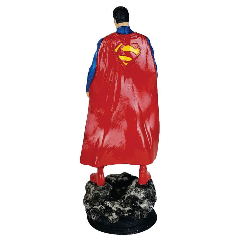 Boneco Super Man na pedra
