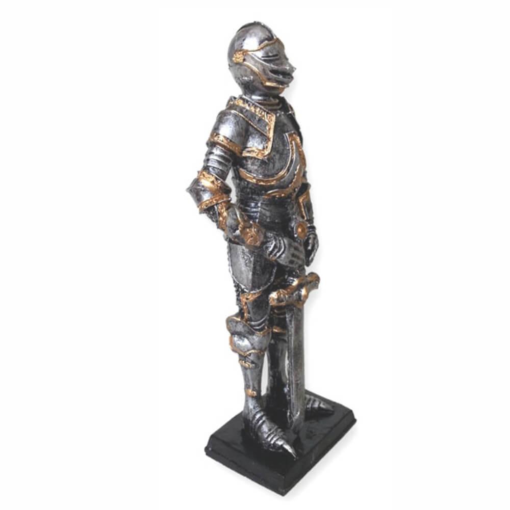 Estátua Guerreiro Medieval com espada pequeno.