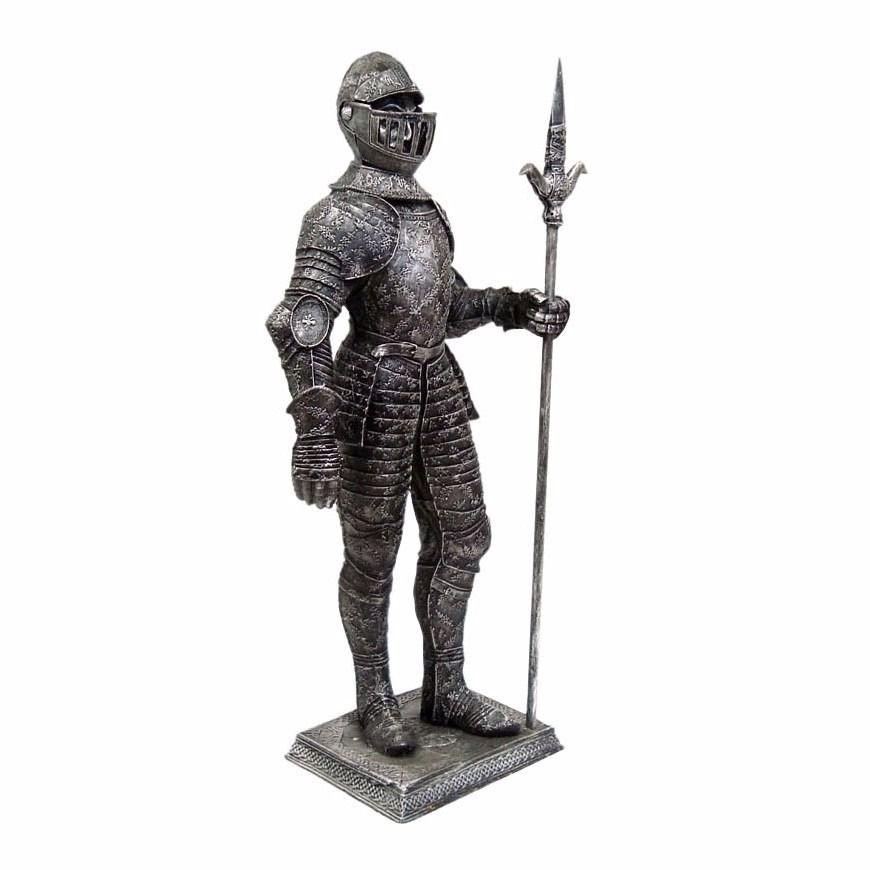 Estátua Soldado Medieval gigante com lança e armadura decoração.