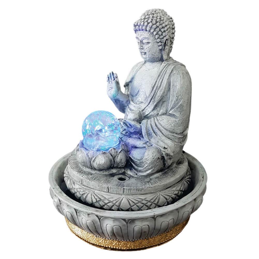 Fonte de água Buda Hindu com luz colorida branco envelhecido.