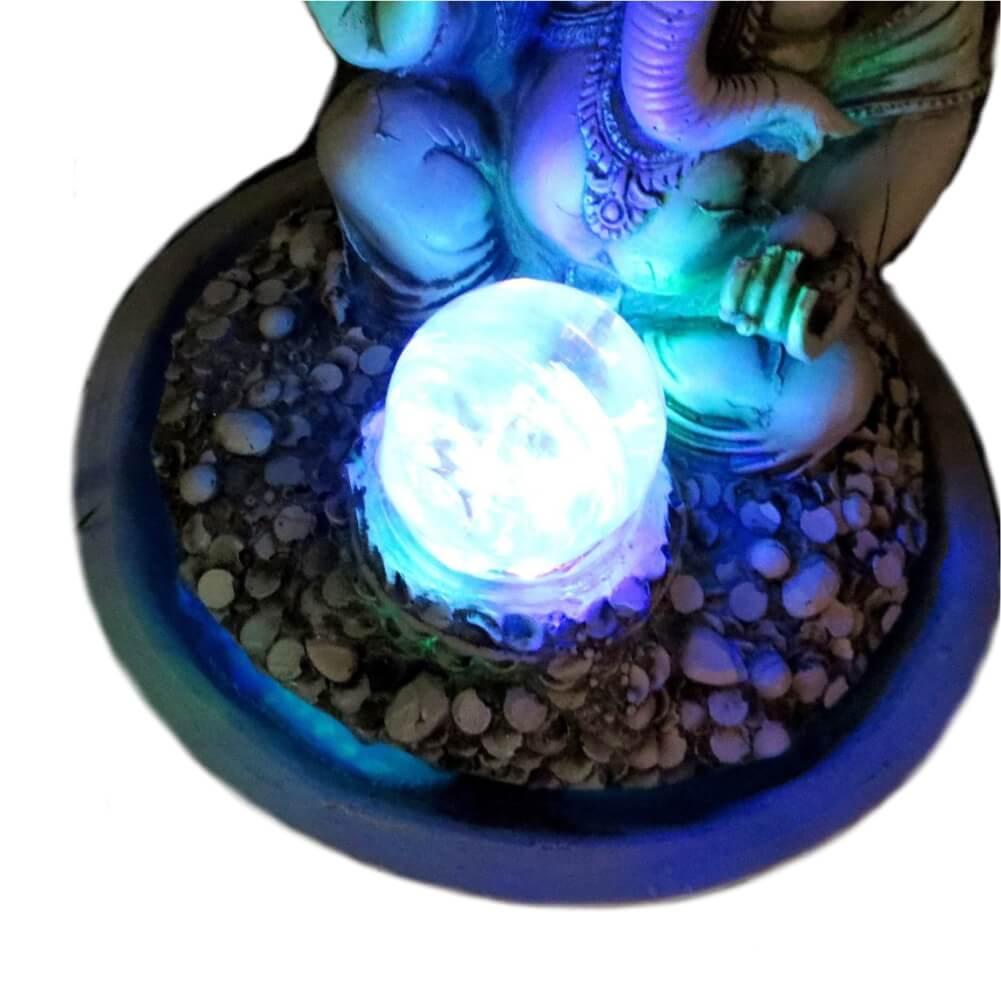 Fonte de água Ganesha com bola de vidro e Luz Colorida cor Branca.