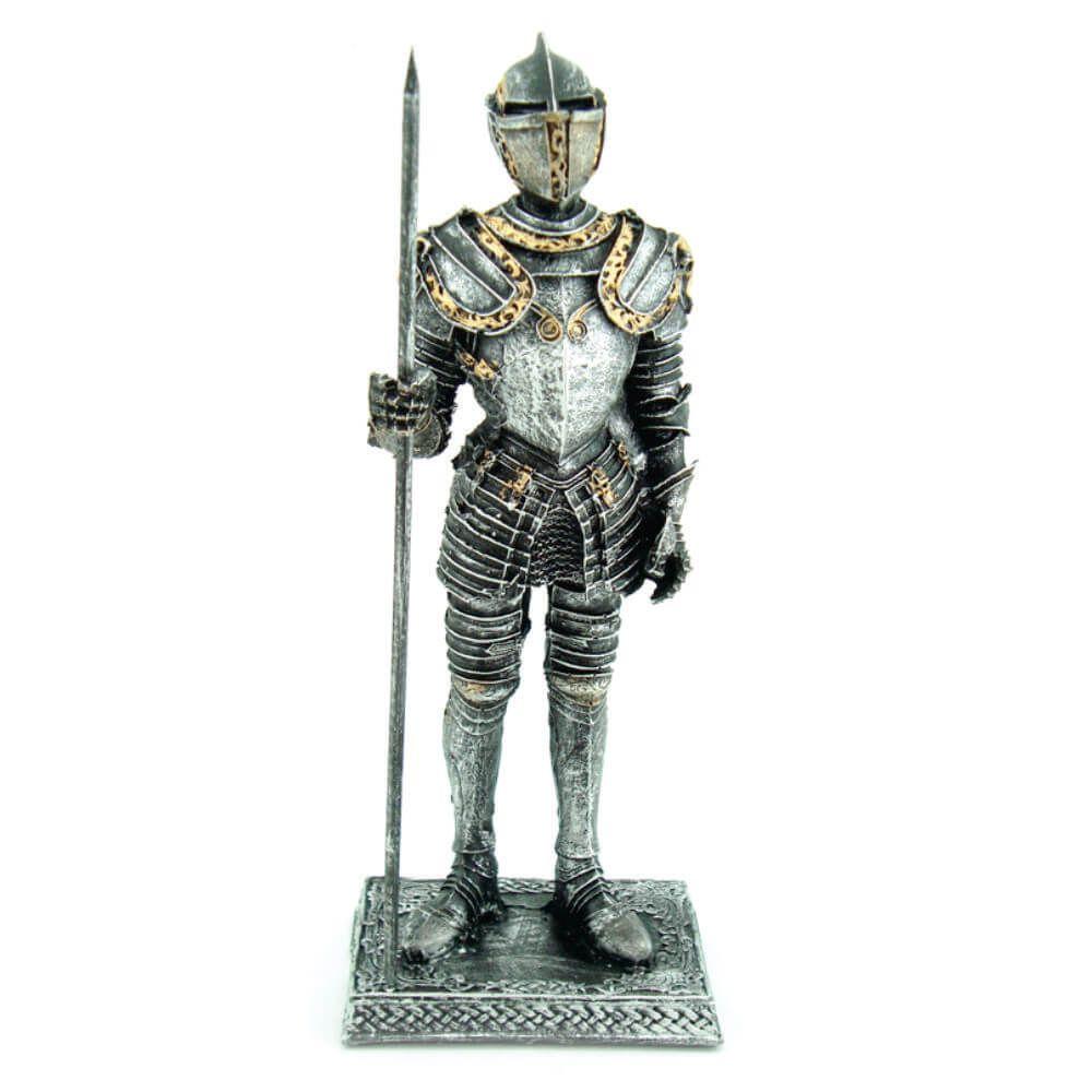 Soldado Medieval com lança capacete Guerreiro.