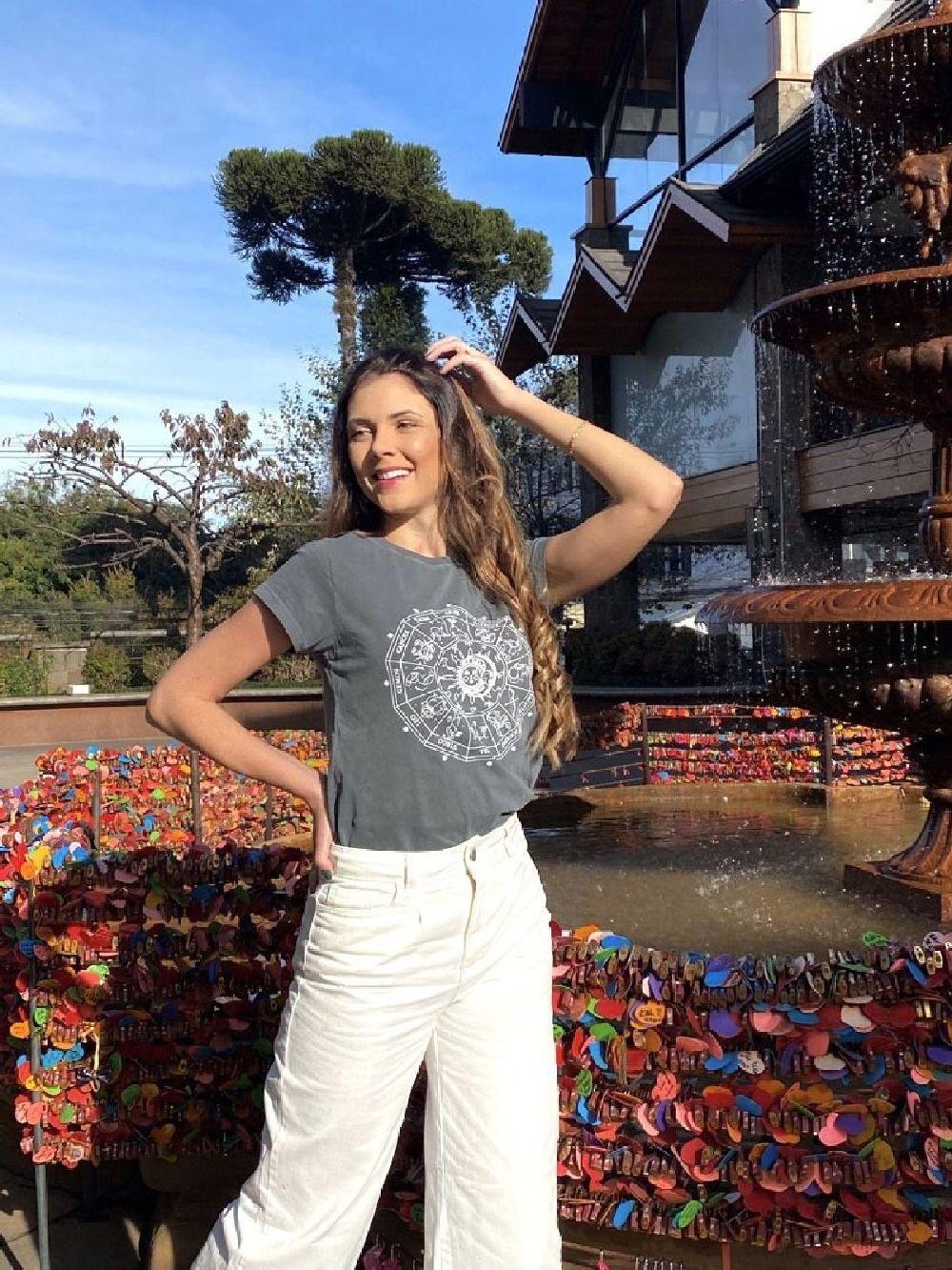 T-Shirt Estonada Chumbo Estampa Zodíaco
