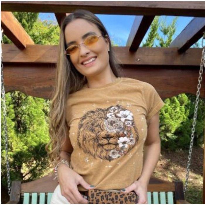 T-Shirt Estonada Mostarda Estampa Leão Místico
