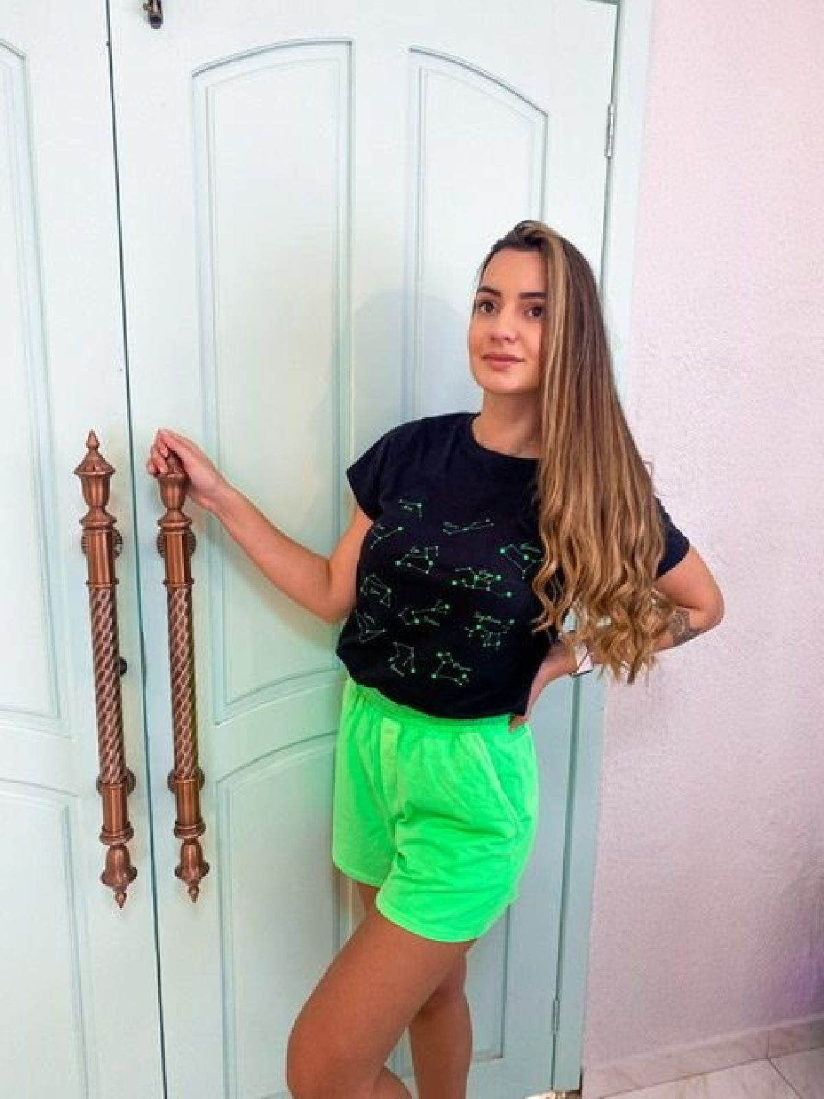 T-Shirt Preta Estampa Constelação Verde Neon
