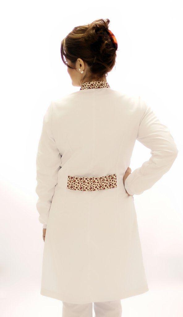 Jaleco branco com gola de padre - Modelo Quartzo Oncinha