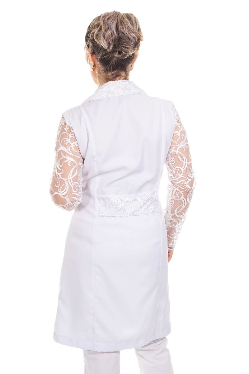 Jaleco branco com gola tradicional e tule bordado - Modelo Elyse  - Inform Jalecos