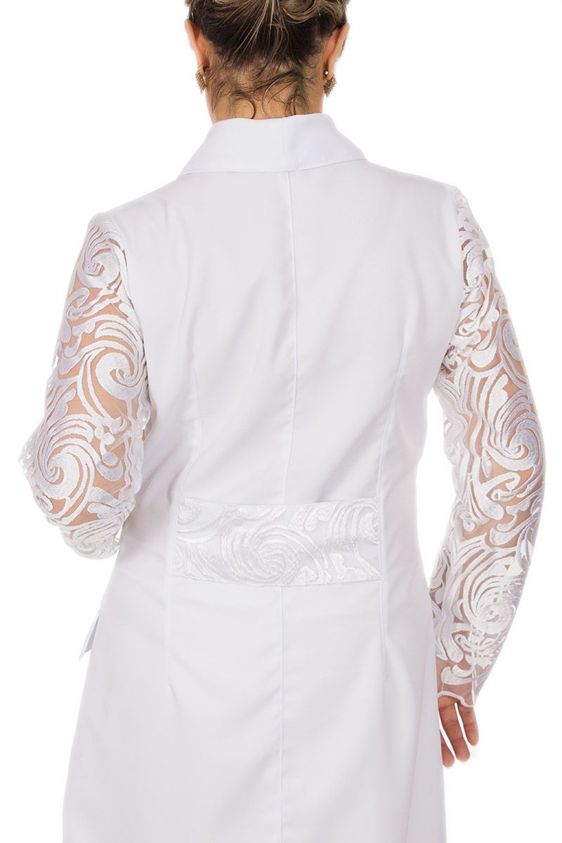 Jaleco branco com gola xale e renda - Modelo Sandy