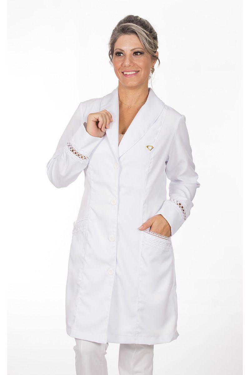 Jaleco branco com gola xale e renda - Modelo Valence