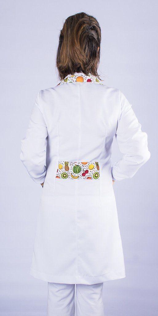 Jaleco com gola tradicional e detalhes coloridos de frutas - Modelo Rubi