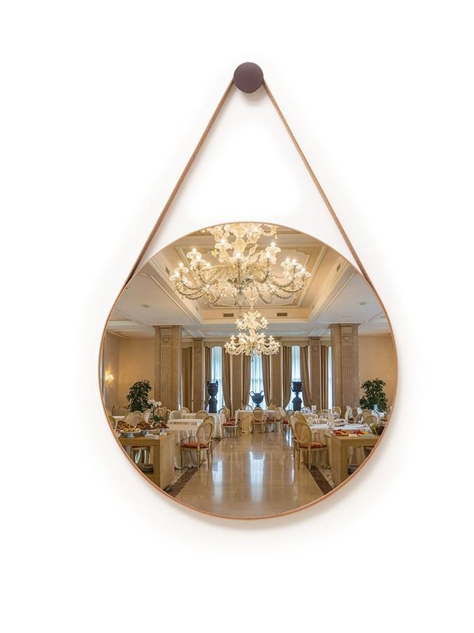 Espelho Decorativo Redondo 42cm Adnet com Alça Caramelo - Sheep Estofados