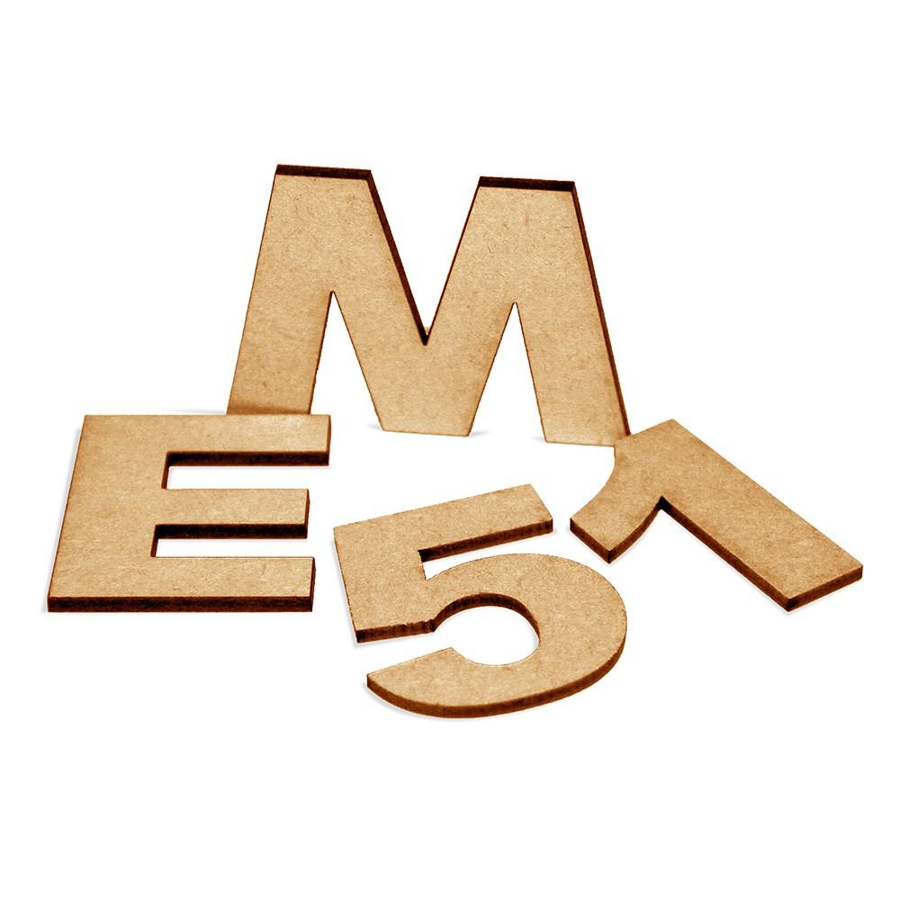 Alfanumérico Recortado em M.D.F.