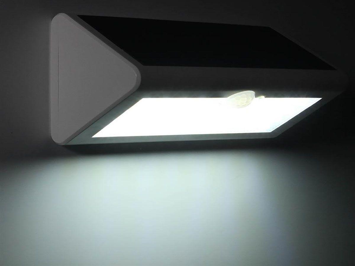 Luminária Solar de Parede 38 leds c/ Sensor de Presença