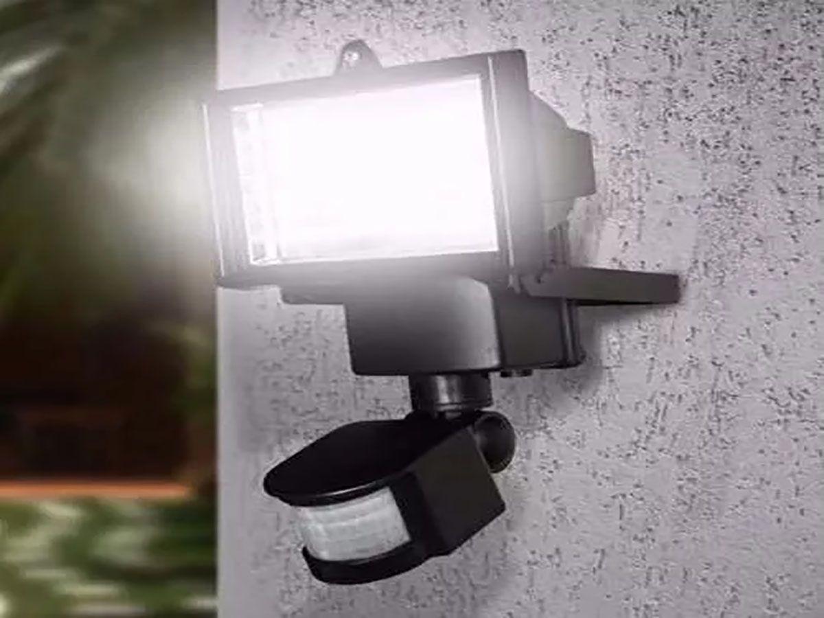 Refletor Solar 60 Leds com Sensor de Presença 700 Lúmens