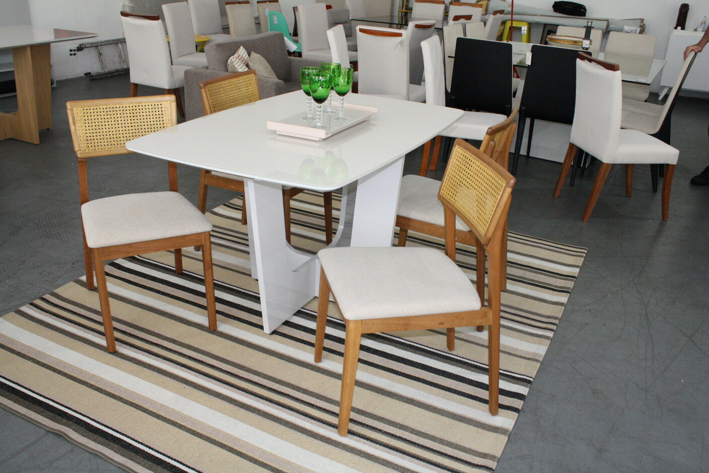Conjunto Mesa de Jantar Barril com 4 Cadeiras Ryva