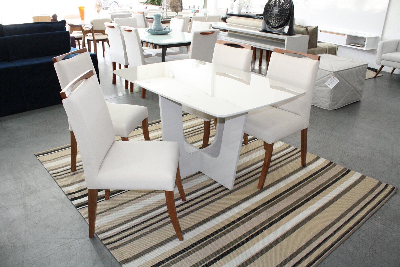 Conjunto Mesa de Jantar Madri Barril com 4 Cadeiras Lara.