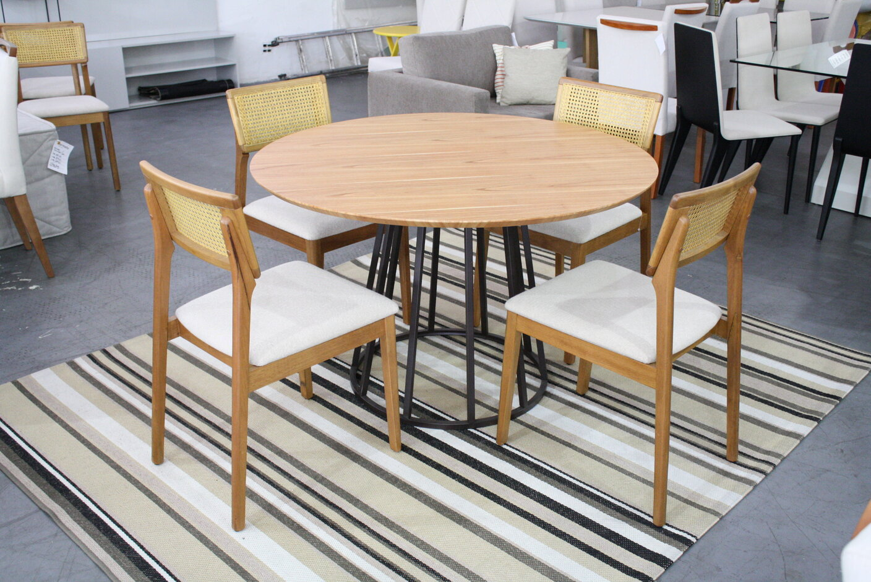 Conjunto Mesa de Jantar Redonda Lunna com 4 Cadeiras Ryva