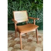 Cadeira de Jantar Amsterdã com Braço - Acento Caramelo - Studium Prime - Amêndoa