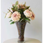 Arranjo de Rosas e Dálias no Vaso de Vidro