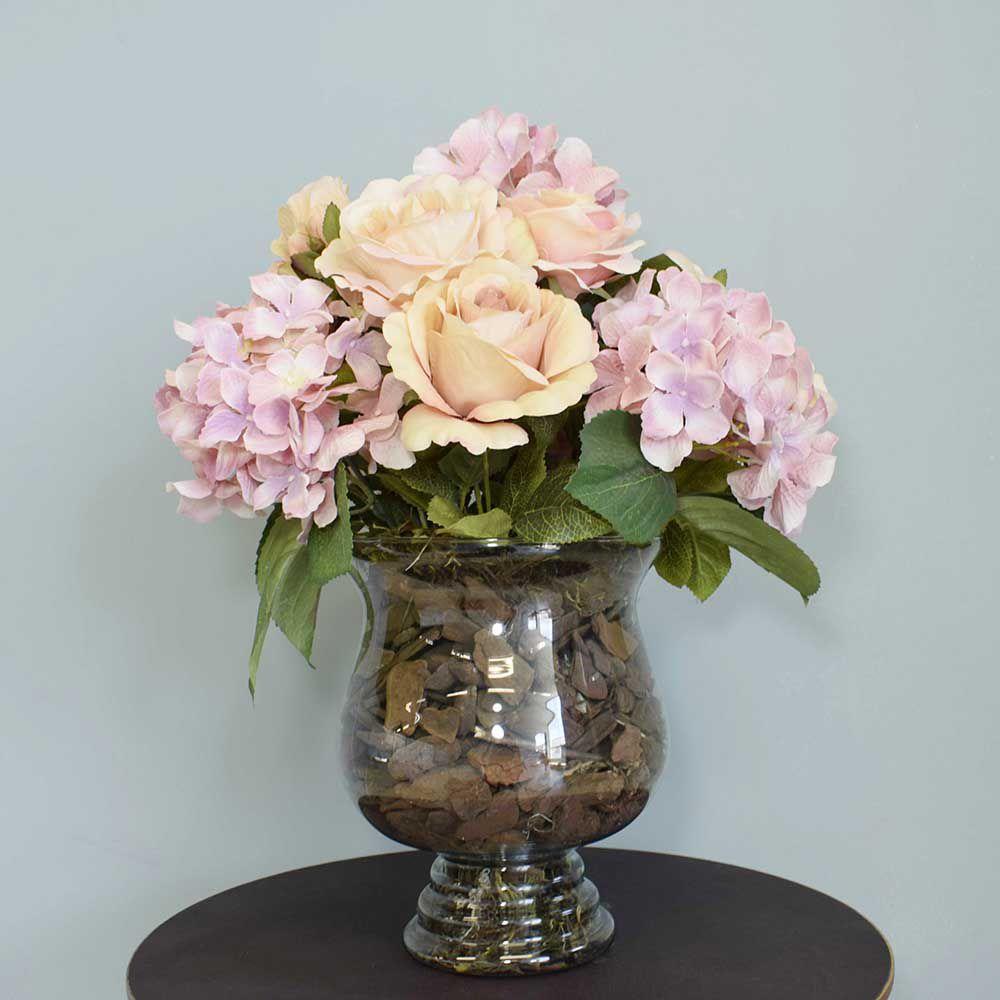 Arranjo de Rosas e Hortênsias Rosas no Vaso de Vidro