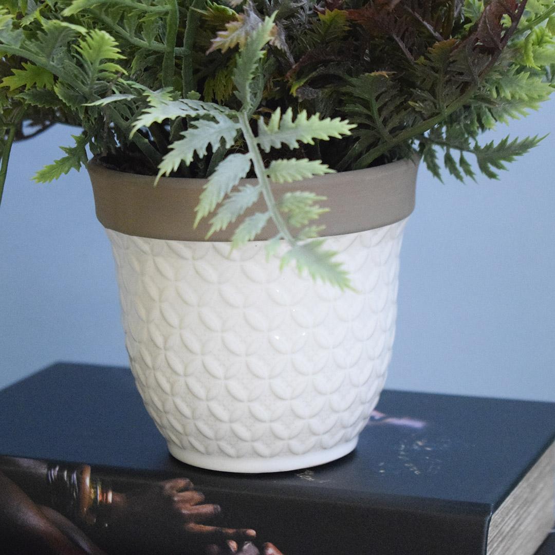 Arranjo Artificial de Samambaia no Vaso de Cerâmica Branco P   Formosinha