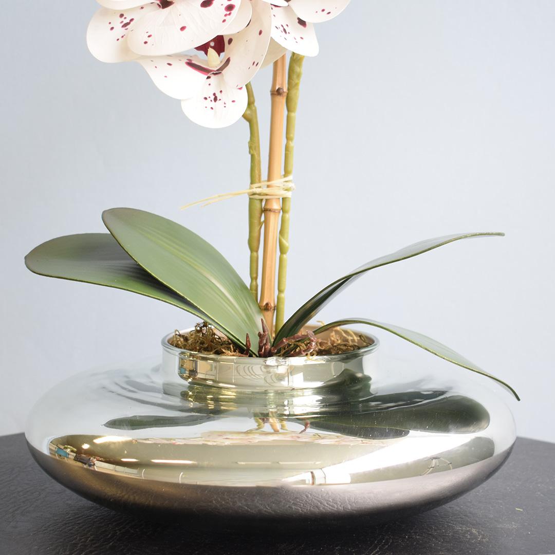 Arranjo com Duas Orquídeas Artificiais Tigre no Vaso Prateado | Linha Permanente Formosinha
