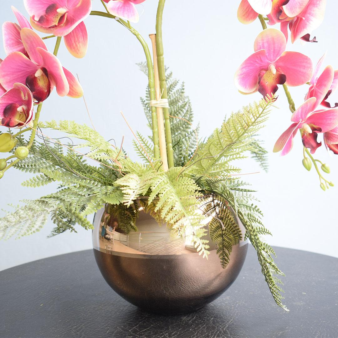 Arranjo com Duas Orquídeas Artificiais Rosa no Vaso Bronze Médio