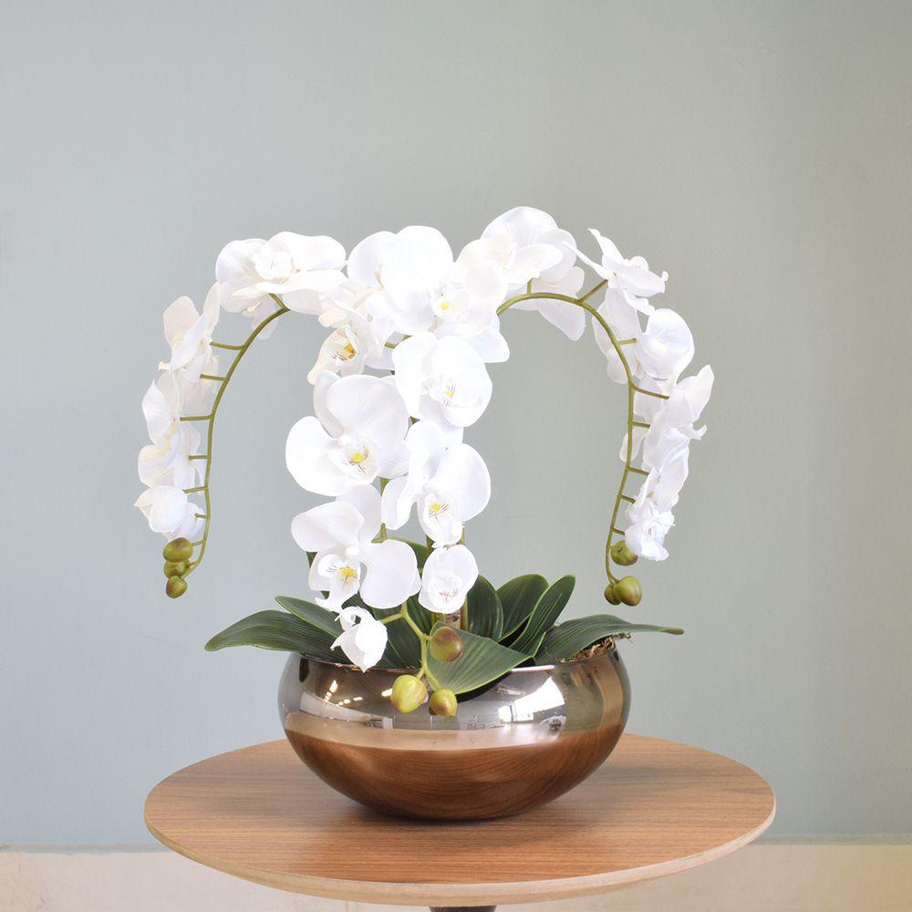 Arranjo com Três Hastes de Orquídeas Brancas no Vaso Bronze