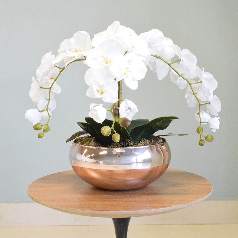 Arranjo com Três Hastes de Orquídeas Brancas no Vaso Rose Gold|Linha permanente Formosinha