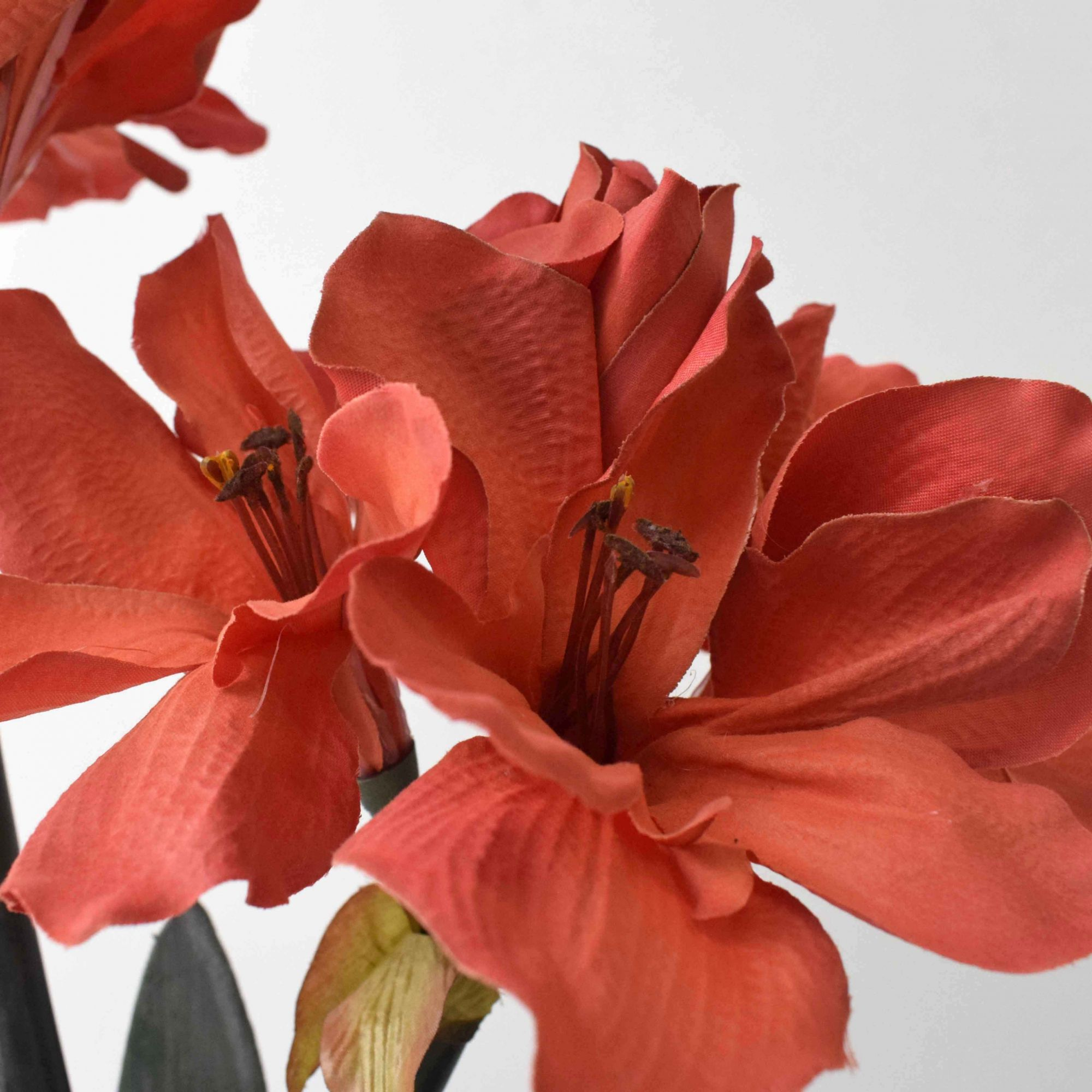 Flores Artificiais Arranjos de Flores Amarílis Vermelho no Vaso Rose Gold | Linha Permanente Formosinha