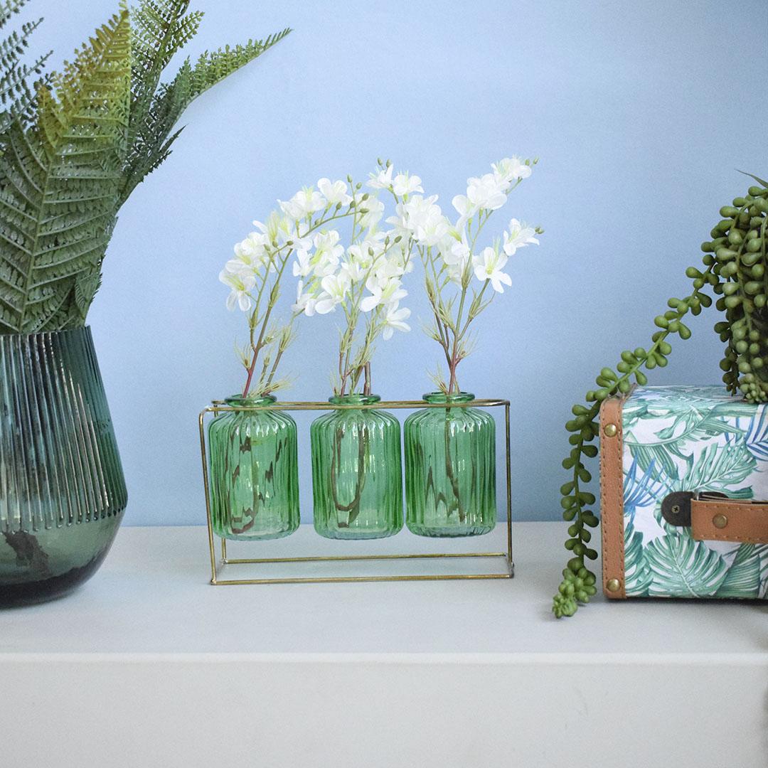 Arranjo de Flor Artificial Mosquitinho no Trio de Garrafinha Verde