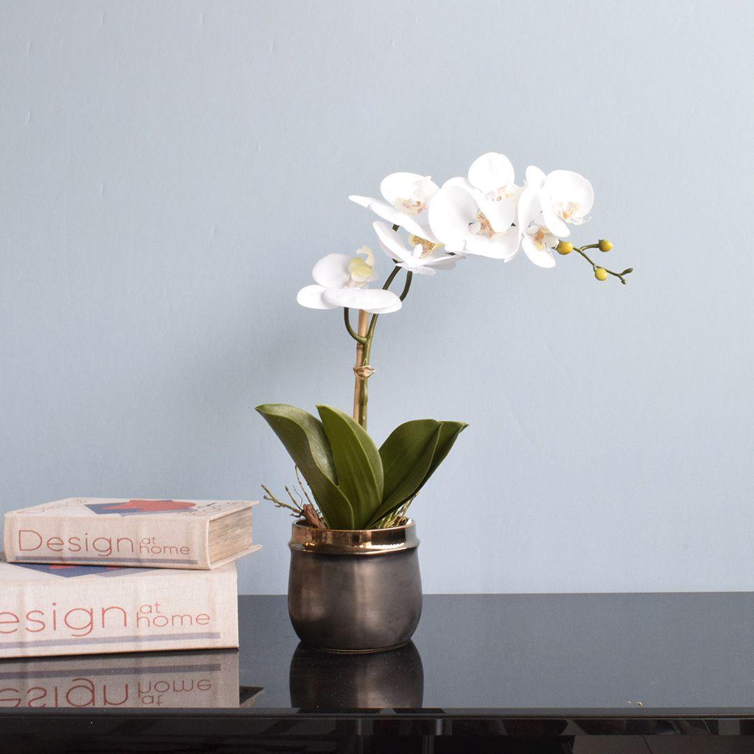 Arranjo de Flor Artificial Orquídea Branca no Vaso de Cerâmica Preto e Bronze | Linha Permanente Formosinha
