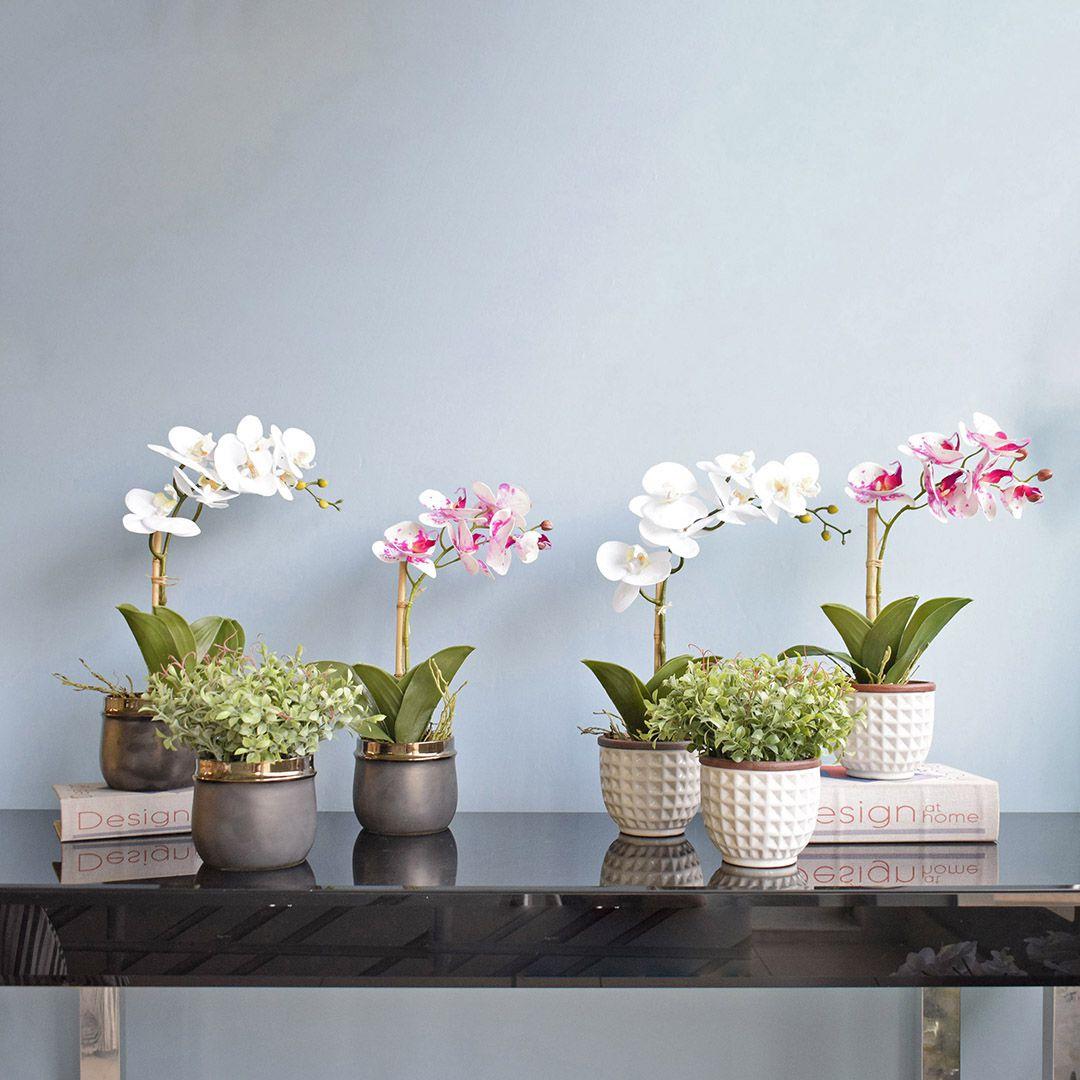 Arranjo de Flor Artificial Orquídea Tigre de Silicone no Vaso de Cerâmica Preto e Bronze | Linha Permanente Formosinha