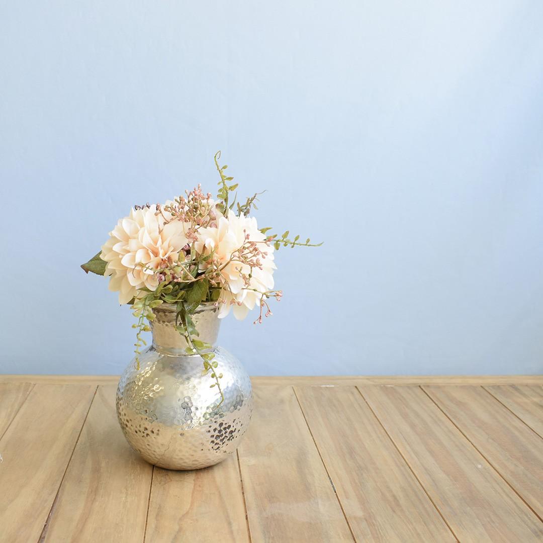 Arranjo de Flor Artificial Ramalhete de Dália no Vaso de Cerâmica Prata | Linha Permanente Formosinha