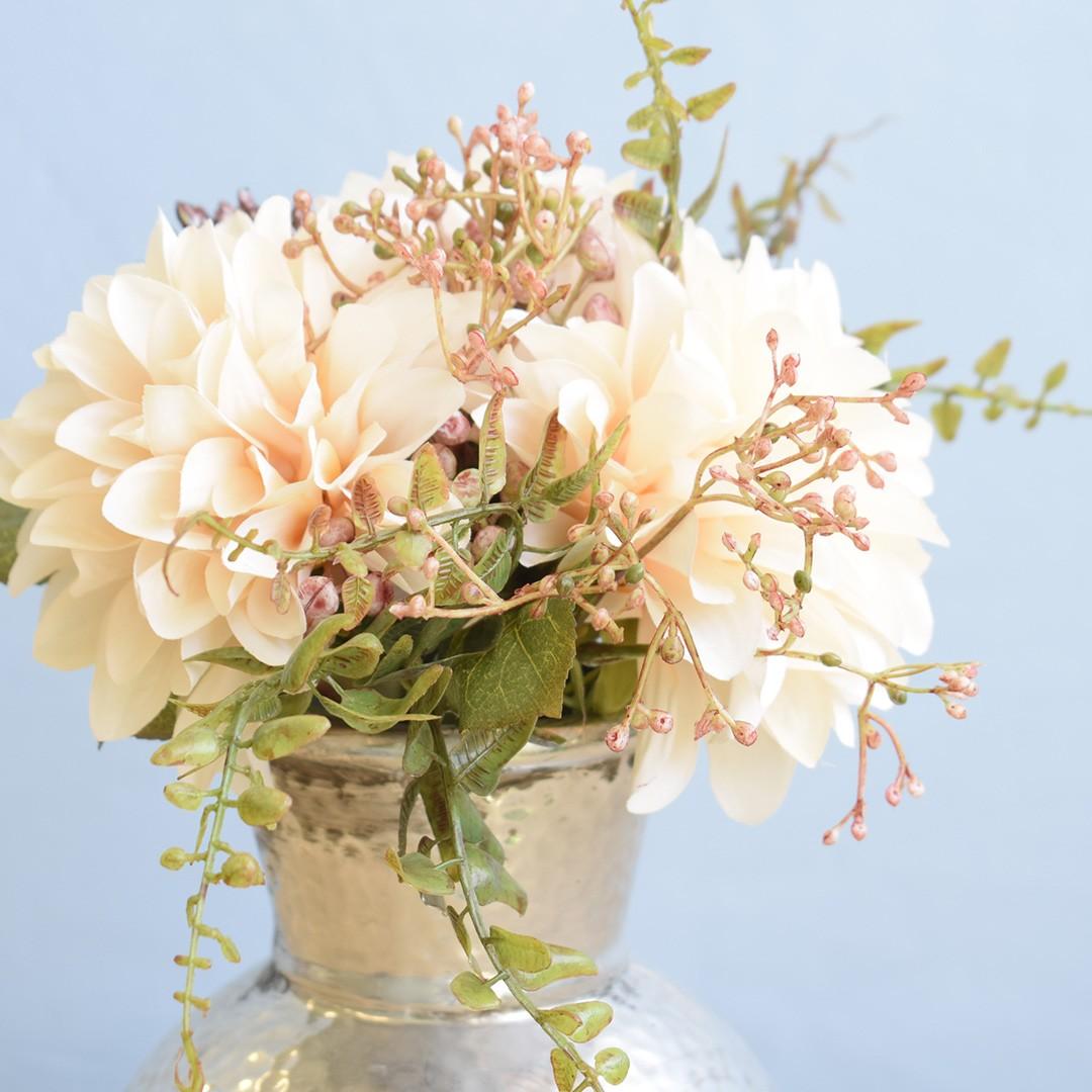 Arranjo de Flor Artificial Ramalhete de Dália no Vaso de Cerâmica Prateado | Linha Permanente Formosinha